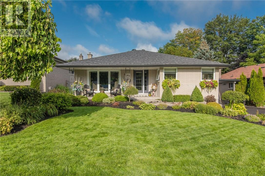 Real Estate Listing 298 DUCKWORTH Street Barrie L4M3X4